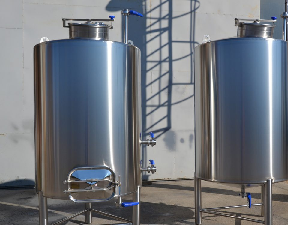 Manufacture of stainless steel tanks
